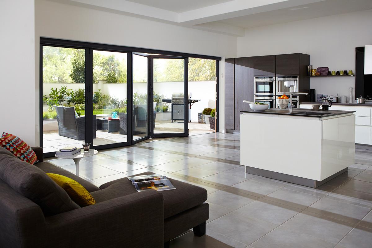five-panel-aluminium-bifold-doors-kitcher-interior