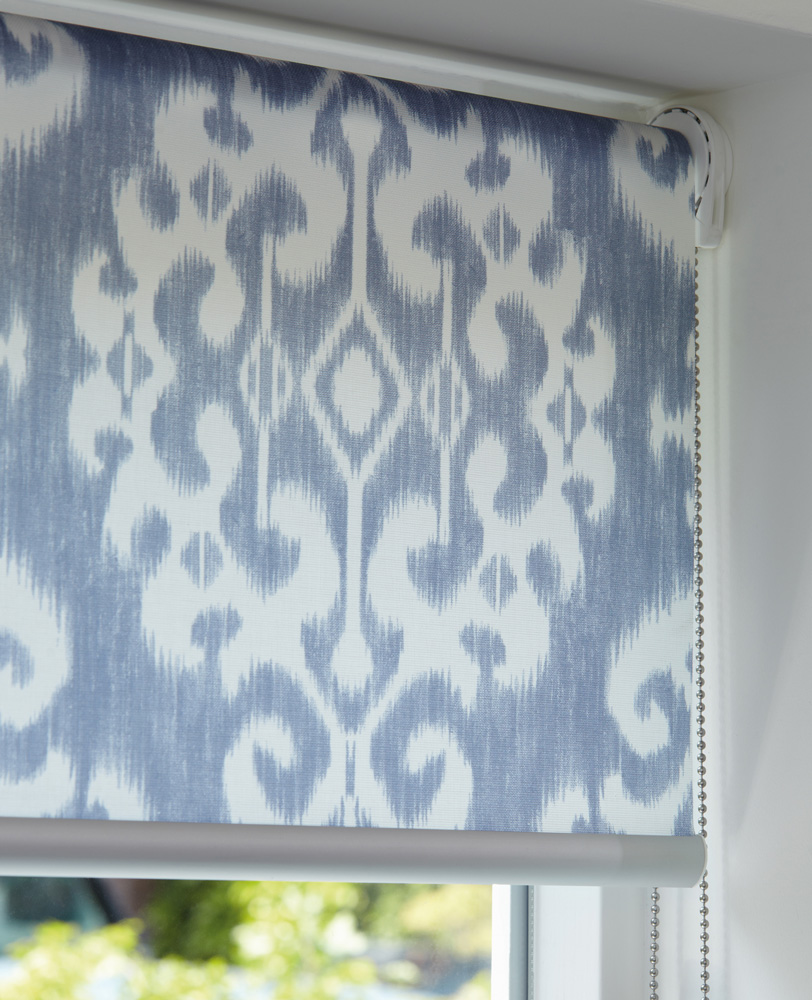 luxaflex-roller-blind-blue-white-chain