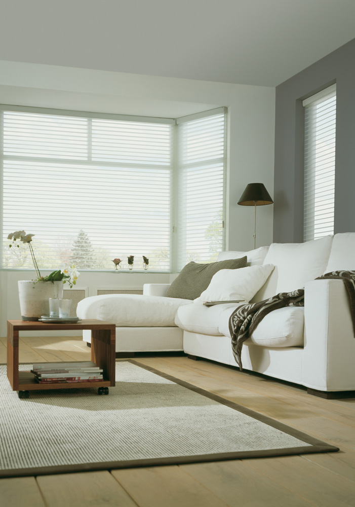 luxaflex-silohuette-blind-white-closed