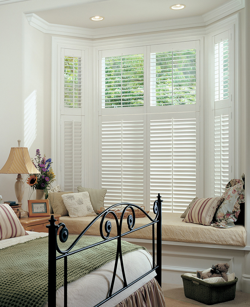 two-tier-plantation-shutter-bay-window-tilt-rod